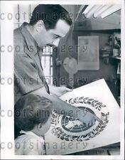 1955 Greeting Card Artist Antonio Frasconi & Son w UN Flag Card Press Photo