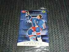 WAYNE GRETZKY - Hanging Up Skates - April 18, 1999 - Upper Deck / Post Card #7