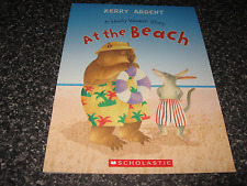 AT THE BEACH - A WOOLLY WOMBAT STORY BY KERRY ARGENT SOFTCOVER BRAND NEW