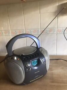 Phillips AZ1141 Radio/Cassette/CD Player/Recorder with Active Bass Boost