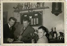 PHOTO ANCIENNE - VINTAGE SNAPSHOT - BISTROT BAR CAFÉ JEU DÉ SYPHON - DICE GAME