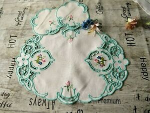 VINTAGE HAND EMBROIDERED LINEN TRAYCLOTH/MATS X 3 PIECES. BEAUTIFUL WORK 1950'S