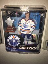 McFarlane NHL Series 31 Wayne Gretzky Edmonton Oilers White Jersey w/Trophy