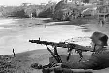 WW2 -  Mitrailleuse MG 42 allemande en batterie - plage Miramar Biarritz en 1944