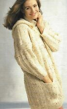 "Mesdames aran duffle-coat knitting pattern avec capuche option 30-40"" 737"