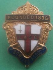 L & S C Bowling Assoc Founded 1895 Bowls Brooch Pin Badge Red Border