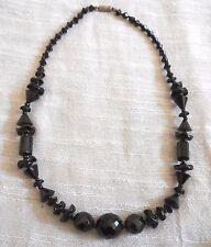 Superbe collier ancien en perles de verre noir de jais