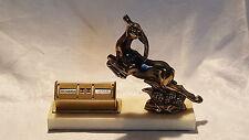 CERVO SALTELLANTE Design Vintage Art Deco Base di Marmo Antico calendario da scrivania in ottone