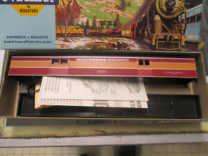 HO Scale Southern Pacific Streamline Baggage Car by Athearn (DMT60)