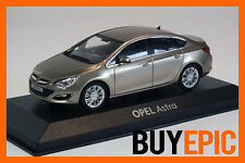Minichamps Opel Astra J Stufenheck 4 puertas 1:43, champán, Coche a escala