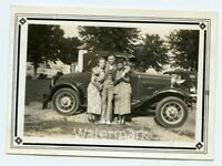 1930s snapshot  photo Man and Ladies by car Marblehead Ohio