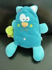 81/  DOUDOU PELUCHE CHAT EN VELOURS BLEU CREATIVTOYS SOURIS VIBRANTE VERTE