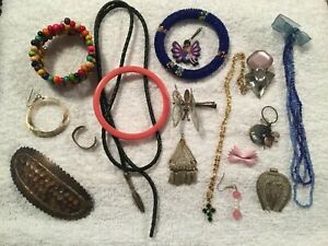 JOB LOT MAINLY VINTAGE ANTIQUE COSTUME JEWELLERY GOOD FOR SPARES AND REPAIRS #01