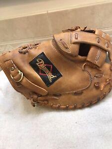 "Diamond DCM-SBV 33"" Fastpitch Softball Catchers Mitt Right Hand Throw"