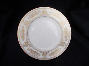 Wedgwood GOLD COLUMBIA  Dinner Plate. Diameter 10 3/4 inches