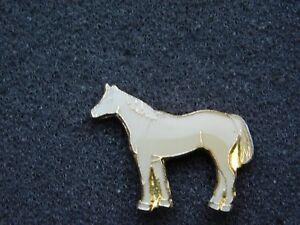VINTAGE METAL PIN  WHITE HORSE