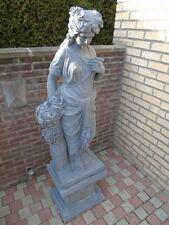 statue en pierre bleu d une femme au fleurs , taillé dans la masse ! sablé ...