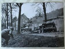 ww2 photo press  US Army , deux véhicules détruits par les Allemands   170