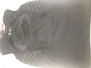 New Under Armour Boys HeatGear Fitted 4 Padded Shirt Medium Black