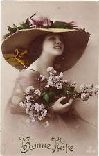 CPA - Le charme de la jeunesse, chapeau, fleurs, Bonne fête.