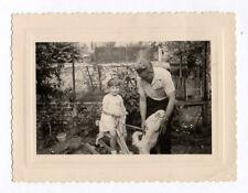 PHOTO ANCIENNE Enfant Jouet Jeu 1950 Cheval en bois de Chien Animal Jardin Fille