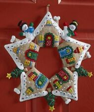 "Bucilla ""GINGERBREAD HOUSE WREATH"" Felt Christmas Wall Hanging Kit~86677"