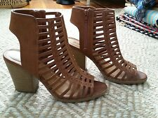 JUST FAB BROWN FAUX LEATHER CAGED GLADIATOR BLOCK STACKED HEEL SANDALS HEELS 8.5