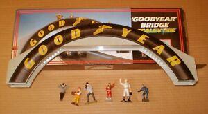 SCALEXTRIC GOODYEAR BRIDGE WITH FIGURINES  1/32