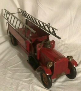 Exceptional Structo Fire Ladder Truck 1930s Pressed Steel