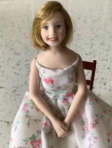 Dolls house miniature 1:12 porcelain modern lady doll - FULLY POSABLE