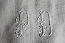 Nappe 27 ancienne en  lin  162 x 153 cm liteaux monogramme PD