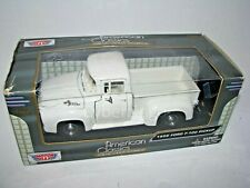 MotorMax 1:24 Scale 1956 Ford F-100 White Diecast Model Truck