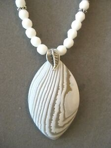 Lovely Diamond Shaped White Striped Agate Pendant Necklace with Agate Beads