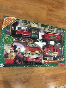 NORTH POLE EXPRESS EZTEC Christmas Train Set 22 PIECE BATTERY OPERATED