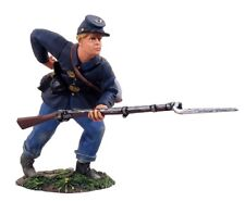 w.britain 31028 union infantry reaching for cartridge no.1