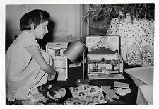 PHOTO - Jouet Jeu Poupée Enfant Noël Cadeaux - vers 1950 - Tirage d'époque