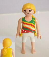 PLAYMOBIL (Z330) MER - Femme Cheveux Blond, Tee Shirt à Motifs, Short, Pieds Nus