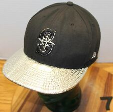 """NEW ERA 59FIFTY SEATTLE MARINERS FITTED HAT BLACH WITH """"CHROME"""" BILL SIZE 7 /14"""