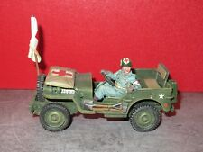 KING & COUNTRY NEUF = DD 293 JEEP MEDICALISEE DE L US ARMY AVEC SON CONDUCTEUR