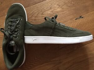 Puma Classic Suede Trainers BNWB UK 9.5 Small 10