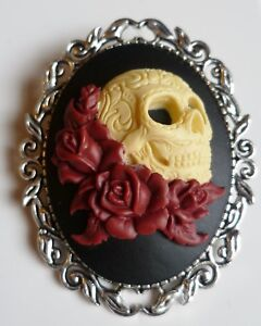 Day of the Dead Sugar Skull & Red Roses Brooch Gothic Steampunk Halloween