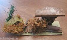 Presepe vintage crib italy ambientazione casetta con muschio e alberello legna