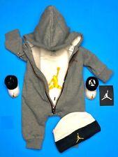Air Jordan Bebé Chicos 4-pc Conjunto de Regalo: Mono, Traje, Tapa & Botines. 0-6 mes