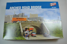 Walthers HO Arched Road Bridge Kit - 933-3196