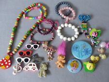 25 Teile Vintage Modeschmuck für Kinder ~ Kette Armreifen Anstecknadeln Buttons