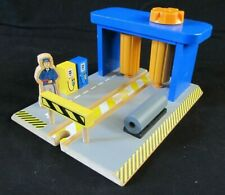 Wooden Train Car Wash & Fuel Station w/Sound Toys R Us Thomas Brio Compatible