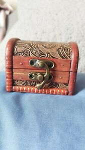 Red Wooden Chest Trunk Style Floral Embossed Design box 8X6X6cm