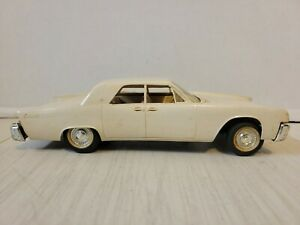 VINTAGE 1961 LINCOLN CONTINENTAL FRICTION PROMO PLASTIC MODEL
