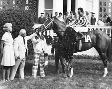 SECRETARIAT - 1973 KENTUCKY DERBY WINNERS CIRCLE HORSE RACING PHOTO!