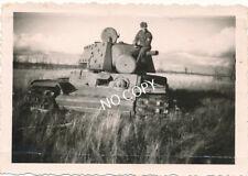 Foto WK 2 Soldat Wehrmacht Beutepanzer tank Russland 1941  B1.82